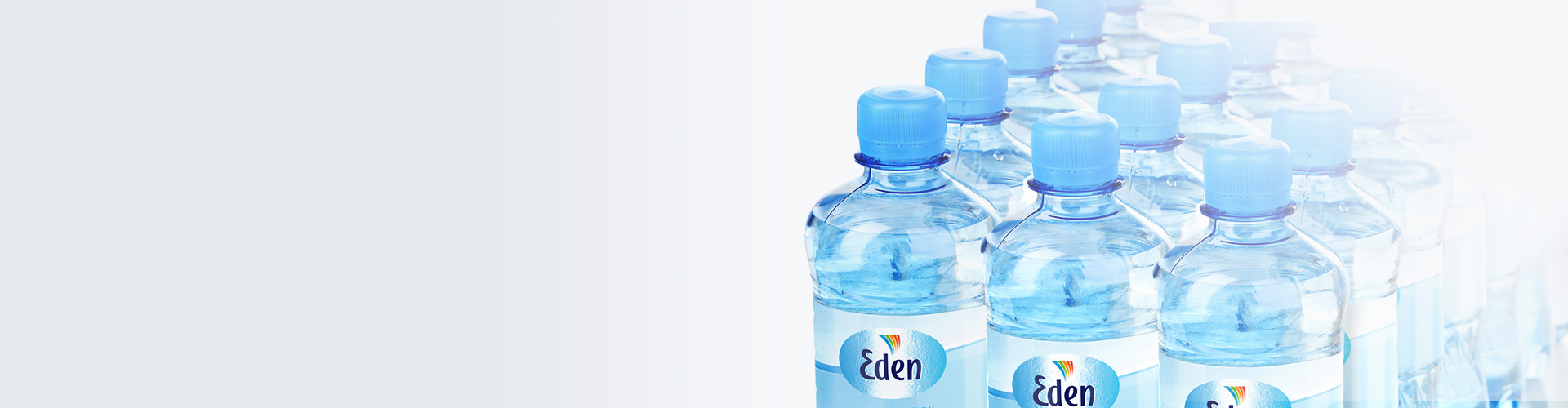 Pequenas garrafas de água para empresas e escritórios